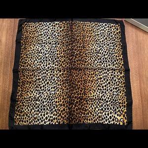New Dolce & Gabbana classic leopard print scarf